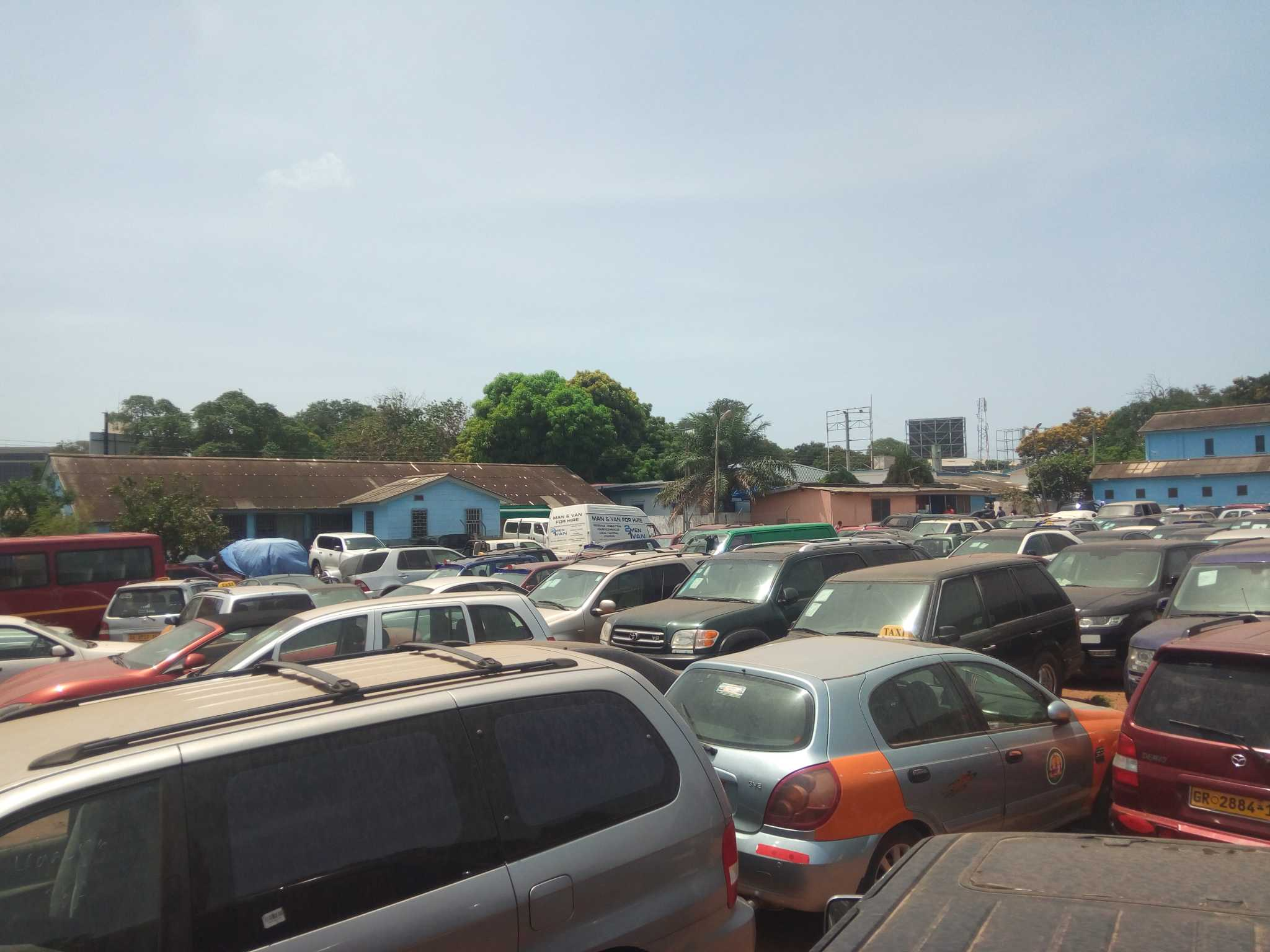GRA storms streets of Accra to confiscate uncustomed