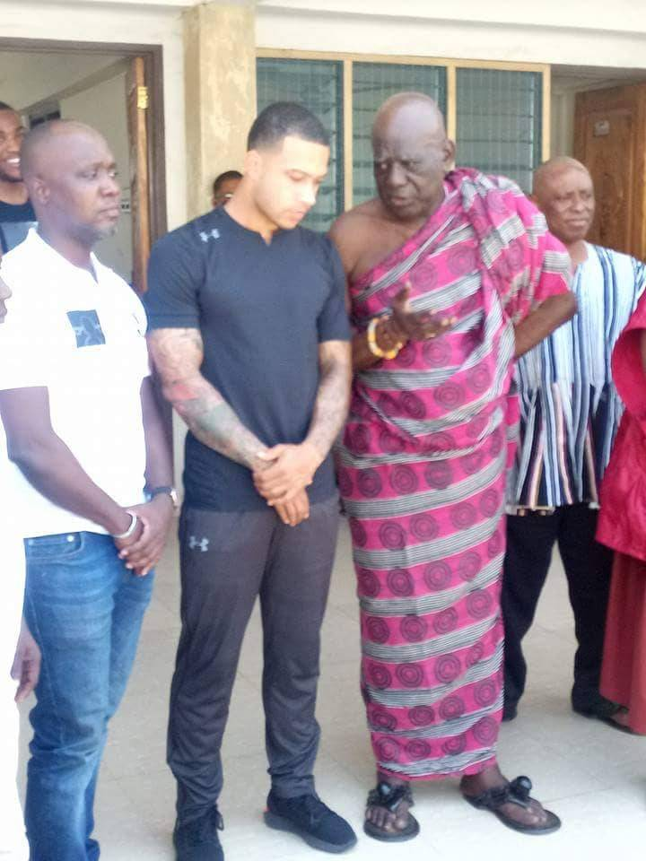 Ex-Man Utd player Memphis Depay in Ghana for holidays - Adomonline.com