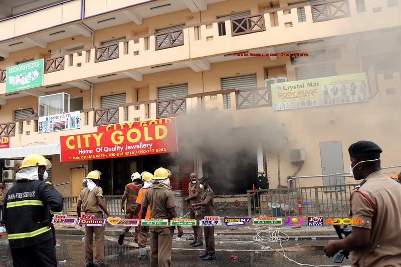 Fire outbreak at Makola market [Photos] - Adomonline.com