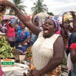 Market women cheer gospel singer on at Tema Community 1 market | Photo by Dennis K. Adu/Adomonline.com/Ghana