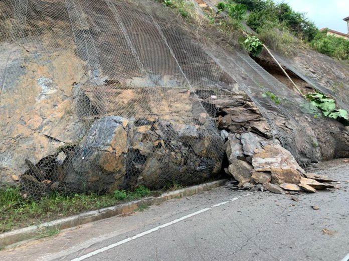 The Ghana Highway Authority (GHA) has blamed shoddy work done by the contractor for the incessant mudslide on the Peduase-Aburi road.