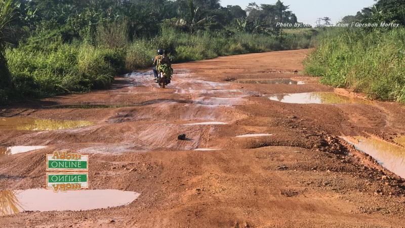 Motorist swerves potholes