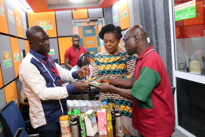 Captain Smart and his wife Akosua presenting items to Thomas