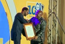 MTN Ghana CEO, Selorm Adadevoh presenting the award to George Andah