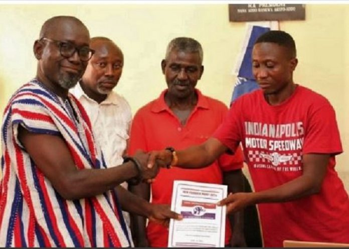 Nana Fredua Agyeman Ofori-Atta being handed over the nomination forms