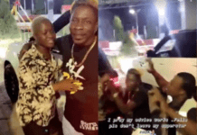 Shatta Wale kneels before Fella; visits Medikal to save their relationship