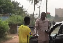 Kotoko fan gifting Matthew Cudjoe money