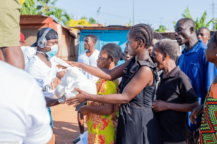 Coronavirus: Residents line up to receive items from Sarkcess Foundation