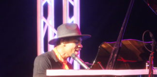 Kidi plays piano at 3Music Awards