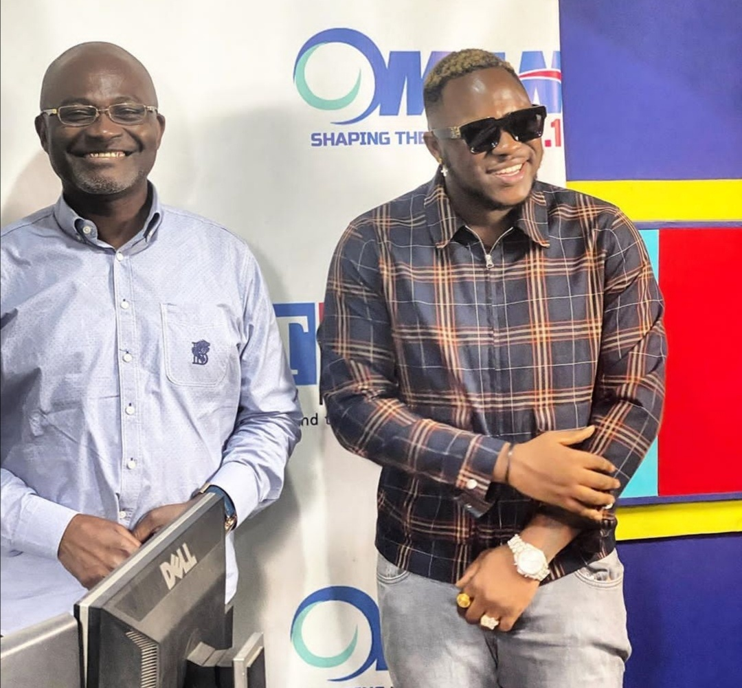 The moment Medikal met Kennedy Agyapong [photo]