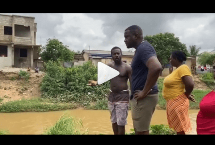 John Dumelo dredging a big gutter that causes flooding whenever it rains at West Legon