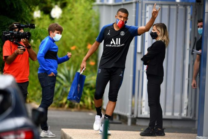 Paris Saint-Germain forward Kylian MBappe waved as he arrived for a training session and will get to play in front of fans at Le Havre on Sunday (AFP Photo/FRANCK FIFE)