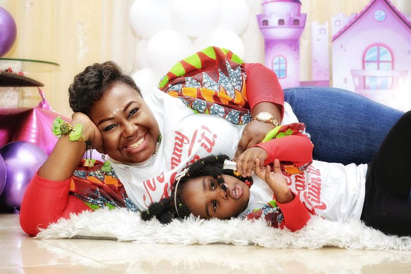 Gifty Anti and daughter