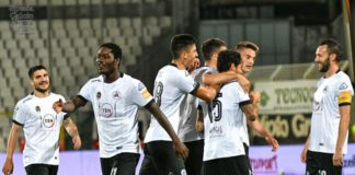 Emmanuel Gyasi with teammates