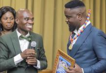 Sarkodie receives Dr UN's award at Alisa Hotel in Accra