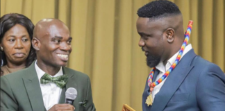 Sarkodie receives Dr UN's award at Alisa Hotel in Accra