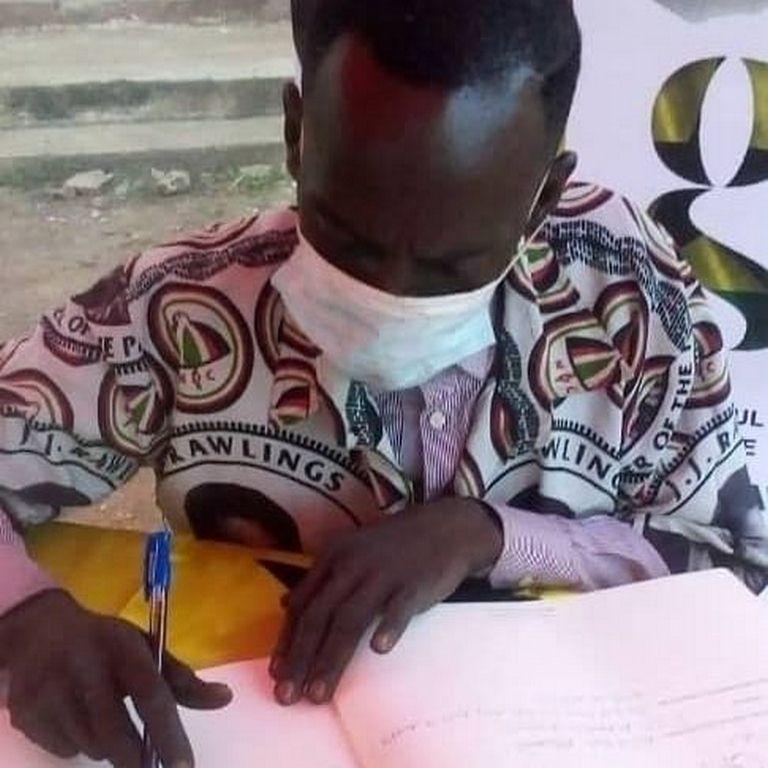 Hon Aponkye signs book of condolence | Adomonline.com
