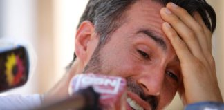 Maradona's doctor tearfully defends treatment of Argentine great Image credit: Eurosport