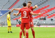 Bayern Munich's Polish forward Robert Lewandowski (L) and Bayern Munich's German midfielder Leon Goretzka Image credit: Getty Images