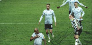 Andre Ayew celebrates with teammates