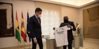 Akufo Addo with the Real Madrid jersey