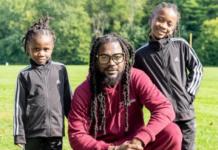 Samini and his two kids show off their Rastafarian dreadlocks