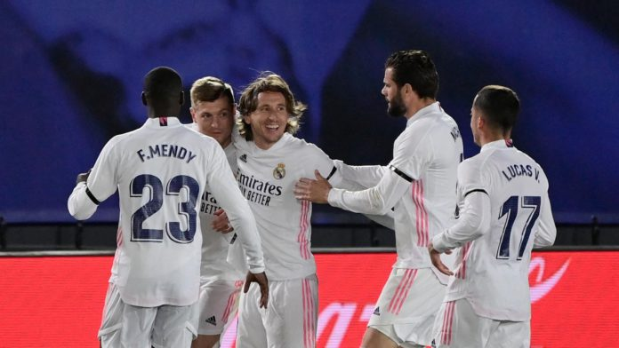 Real Madrid's German midfielder Toni Kroos (2L) celebrates with teammates after scoring during the