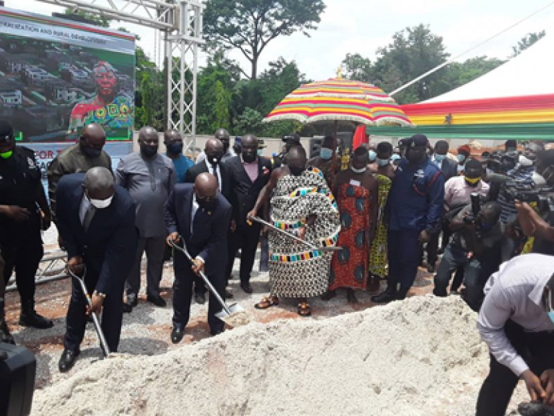 Akufo-Addo cuts sod for construction of residential facilities for judges