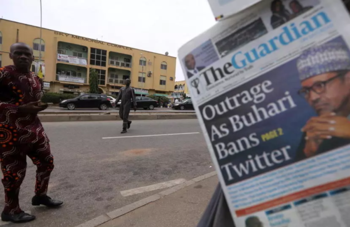 A man looks at newspapers at a newsstand in Abuja, Nigeria June 5, 2021 REUTERS - AFOLABI SOTUNDE