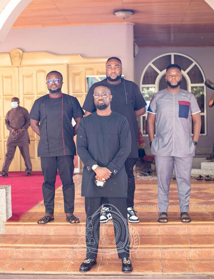This image has an empty alt attribute; its file name is Sarkodie-Otumfuo1.jpg