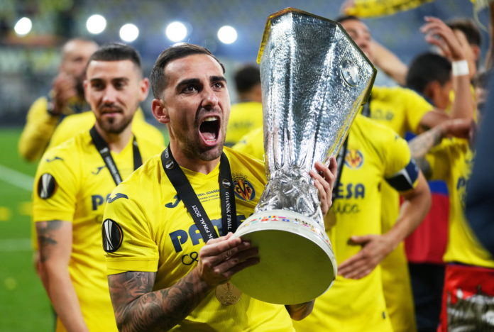 Paco Alcacer of Villarreal celebrates with the trophy after winning the UEFA Europa League final soccer match between Villarreal CF and Manchester United in Gdansk, Poland, 27 May 2021. EPA/Michael Sohn / POOL